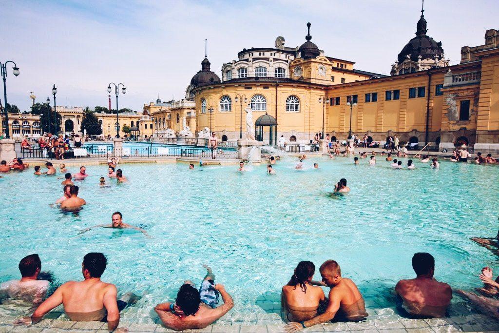 Budapest - Thermes Széchenyi - piscine extérieure
