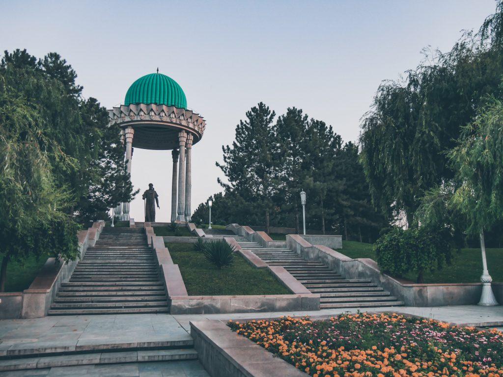 Tachkent-Monument-à-Alisher-Navoï