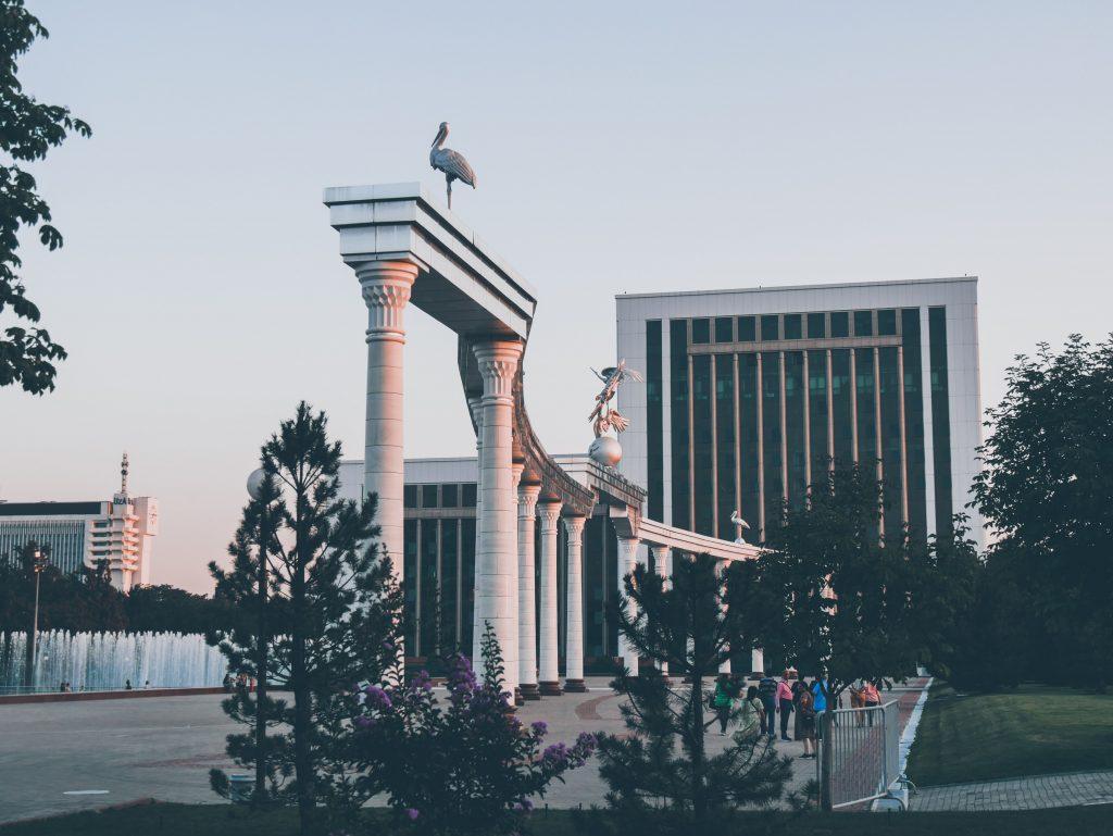 Tachkent - Mustaqillik Maïdoni, Place de l'Indépendance