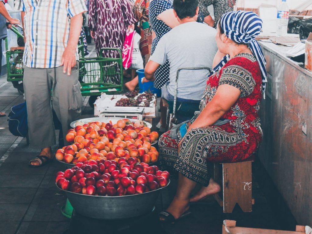 Tachkent-vendeuse-Bazar-Tchorsou