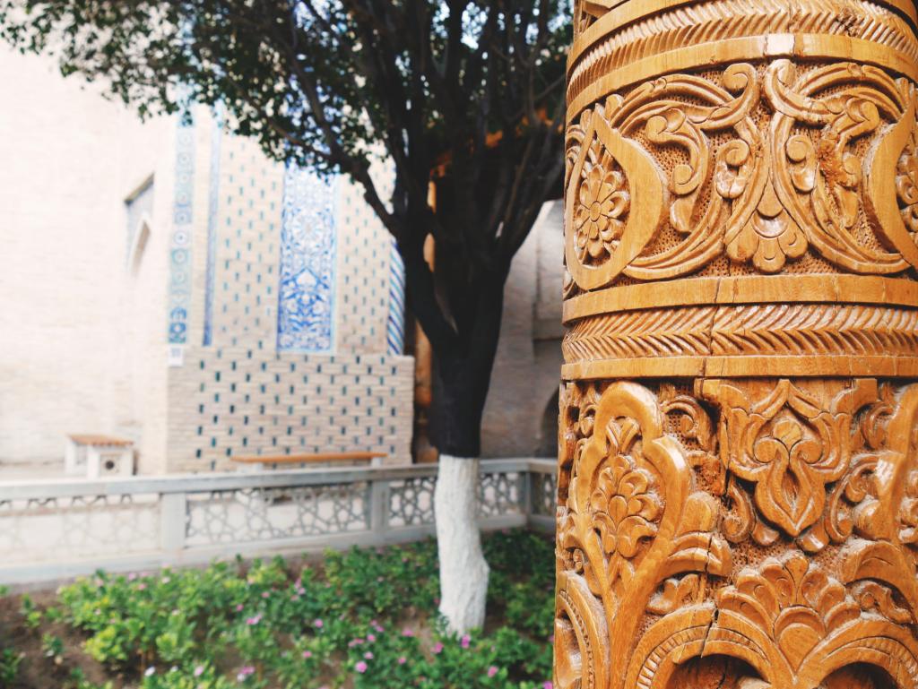 Mausolée-de-Pakhlavan-Mahmoud-colonne-Khiva