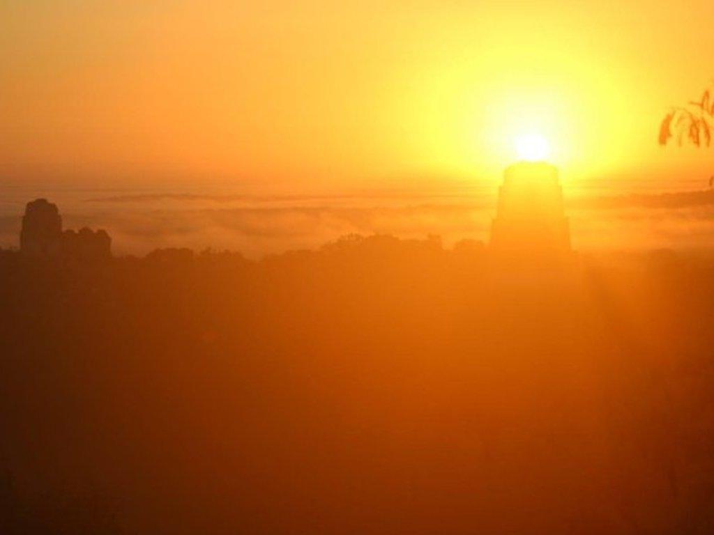 tikal au coucher du soleil
