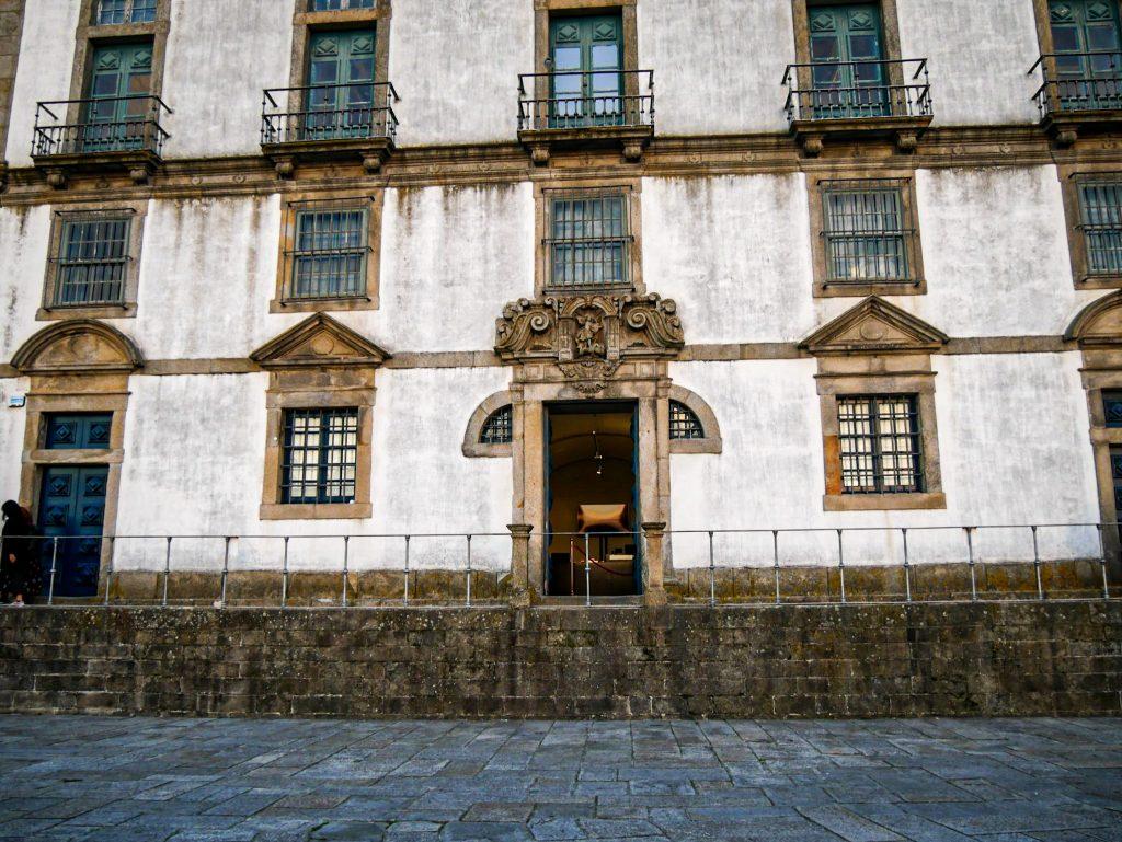 Entrée du cloître de la Cathédrale de Porto - extérieur