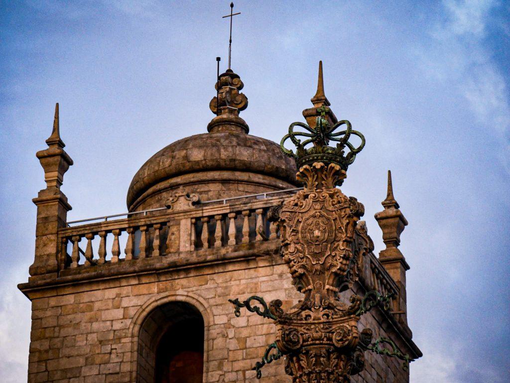 Pilori - parvis de la Cathédrale de Porto
