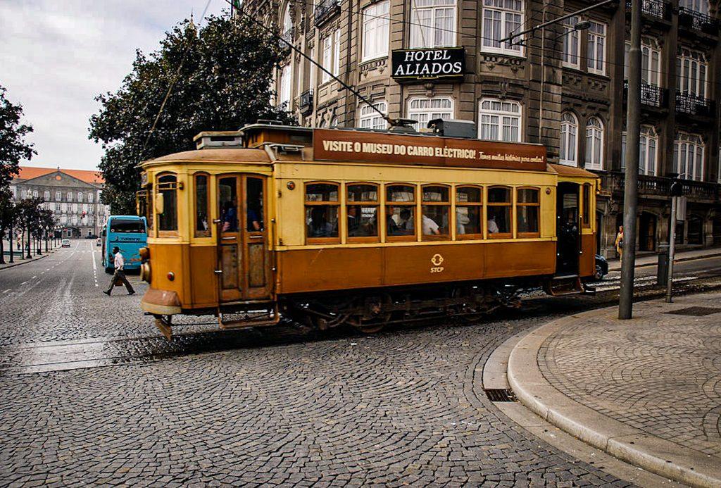Avenida dos Aliados - Porto - tramway
