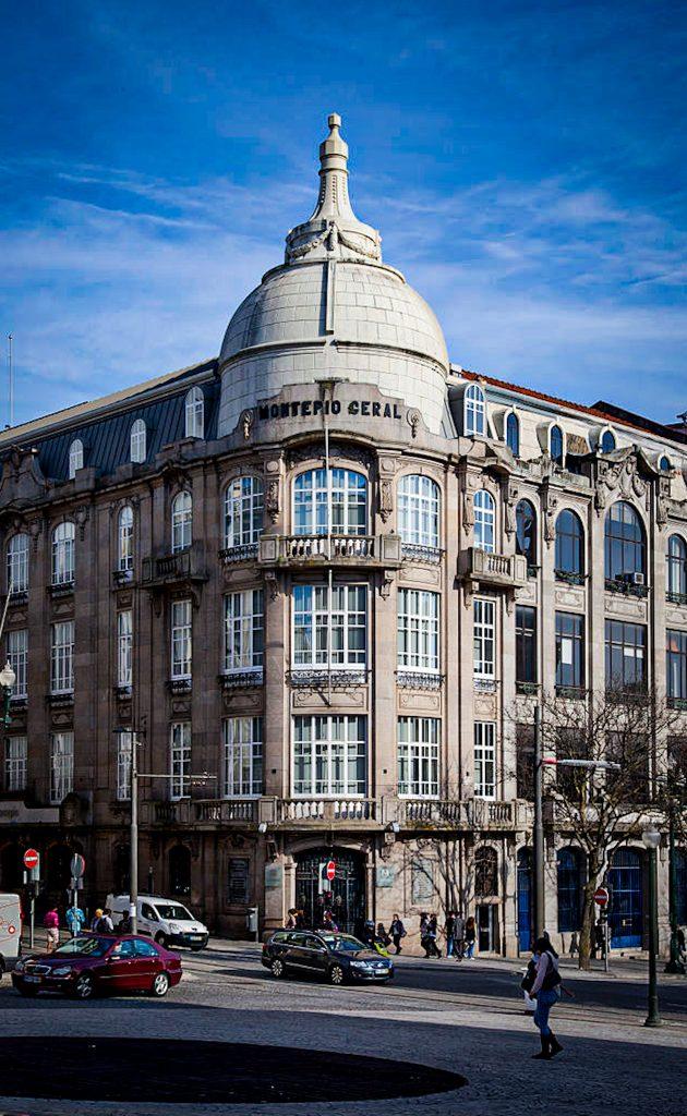 Avenida dos Aliados - monument - Porto