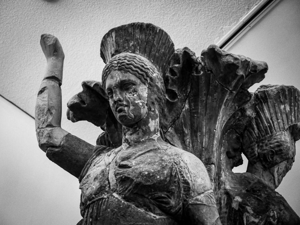 Musée de Delphes - colonne des danseuses