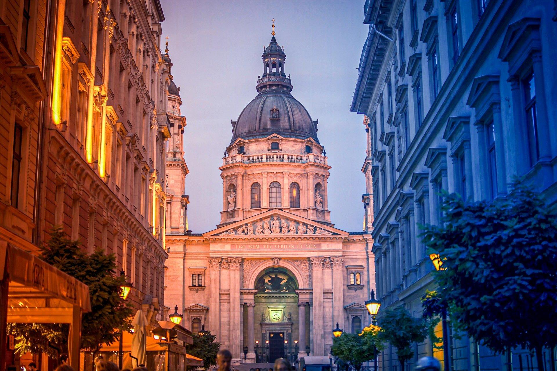 St. Stephen's Basilica in Pest - Budapest - sunset