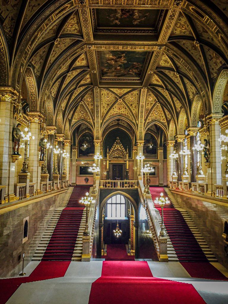 Grand escalier - Parlement de Budapest