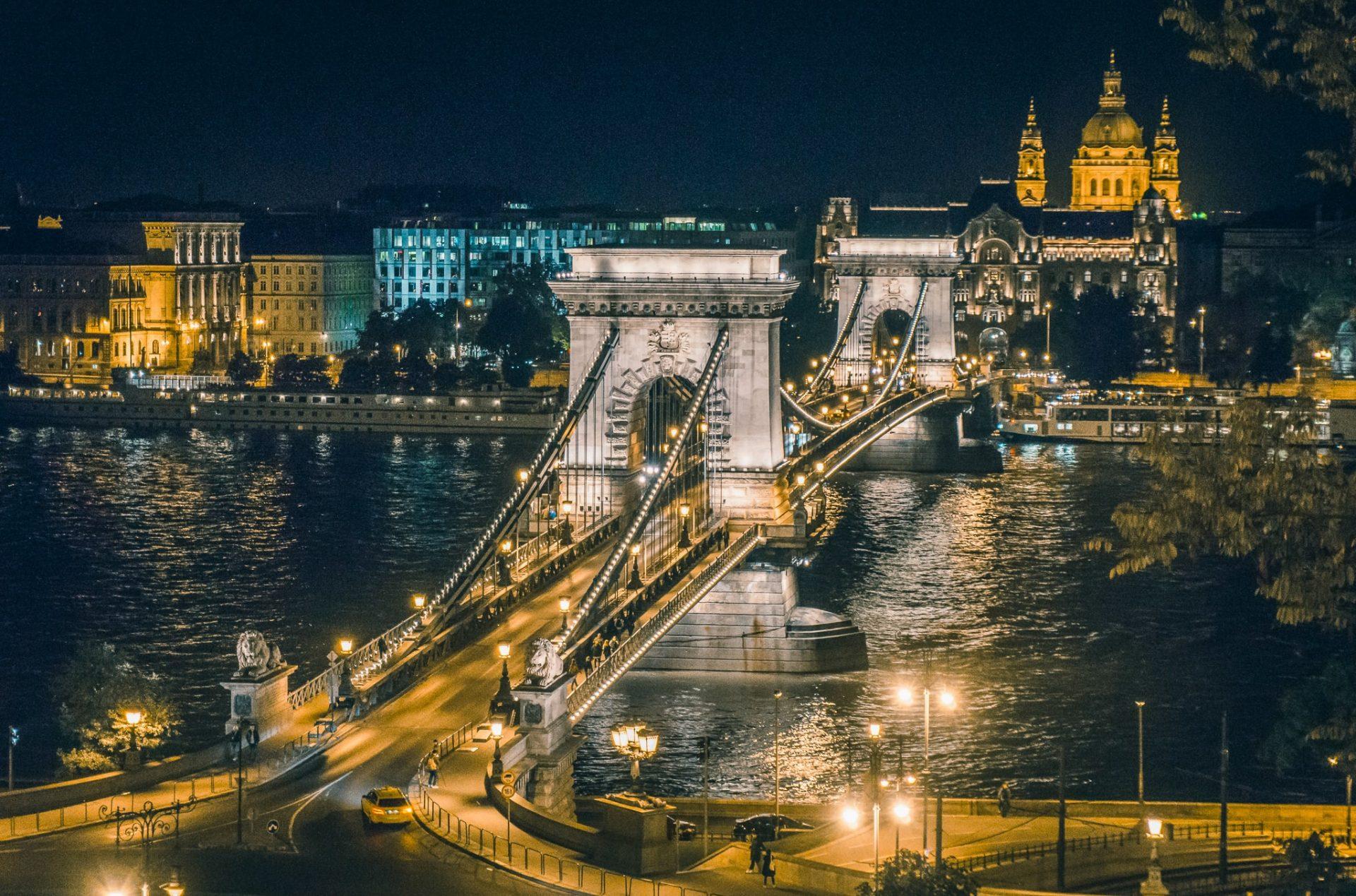 Széchenyi Chain Bridge - night view - Budapest