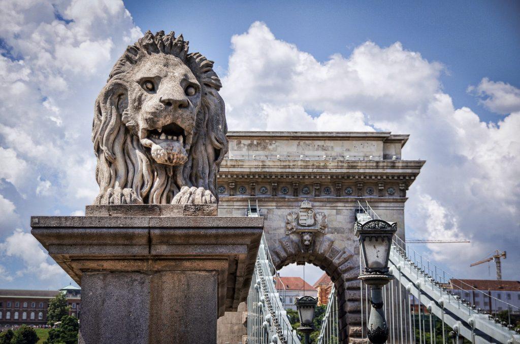 Statue de lion - Pont des Chaînes - Budapest