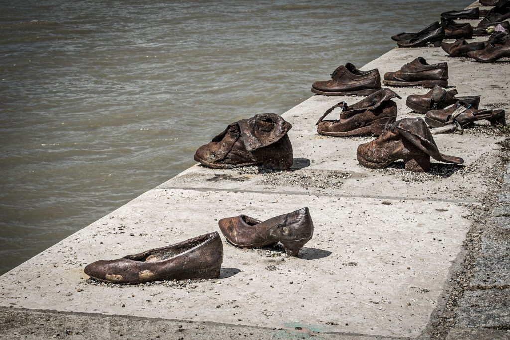 Budapest - Chaussures au bord du Danube