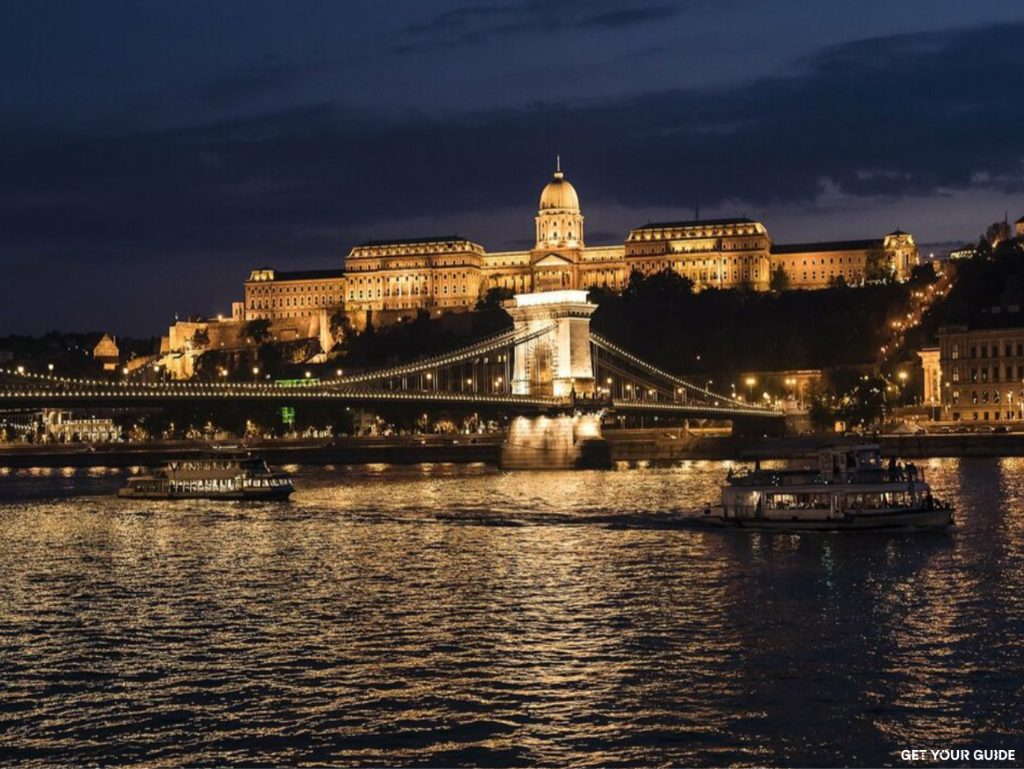 Dinner cruise on the river Danube - Budapest © GetYourGuide