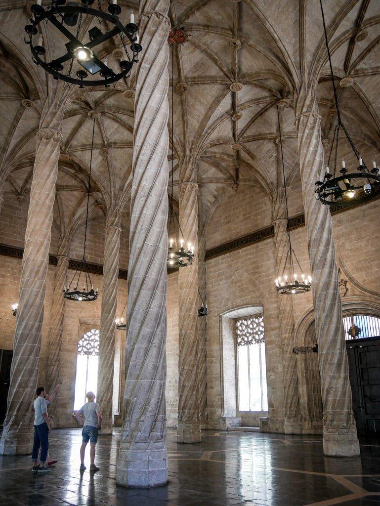 Loge de la Soie - Salle des colonnes - Valence