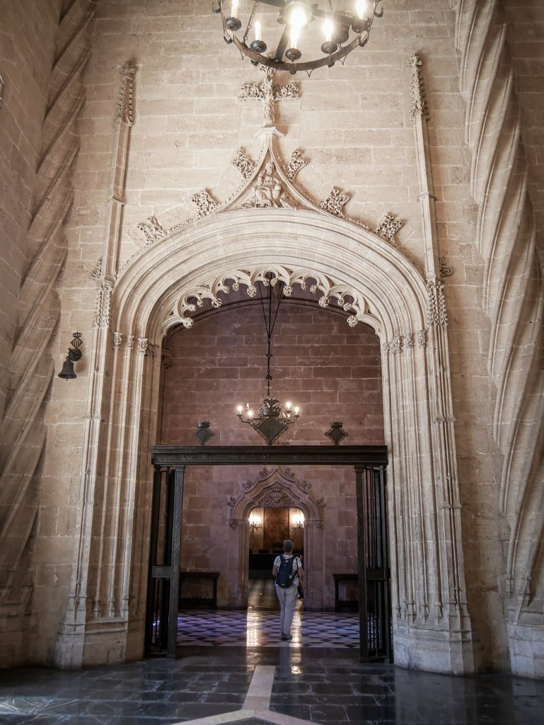 Loge de la Soie - Valence - salle des colonnes