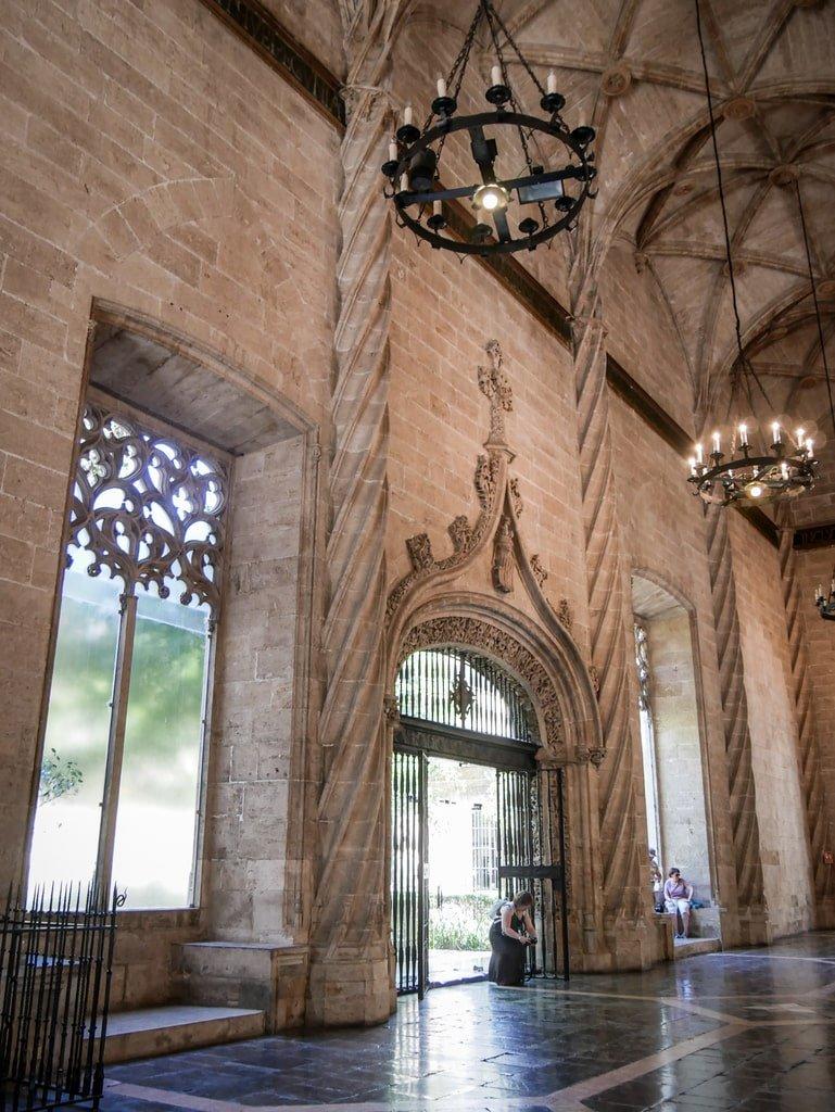 Loge de la Soie - colonnes - Valence
