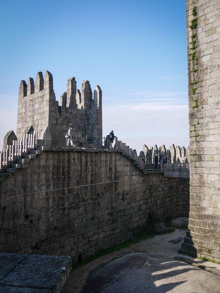 Château de Guimarães - remparts