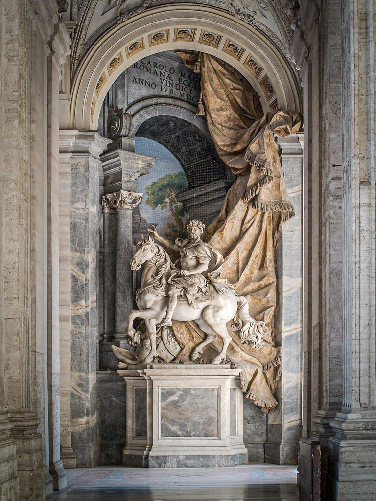 Basilique Saint-Pierre de Rome - statue de Charlemagne